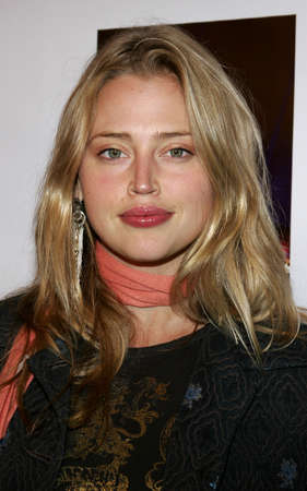 warren: Estella Warren at the Celebrity Screening of Twentieth Century Fox Walk The Line at the Academy of Motion Picture Arts & Sciences in Beverly Hills, USA on November 10, 2005.