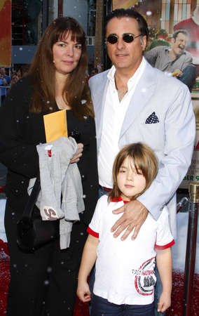 hollywood christmas: Andy Garcia and family at the World premiere of Fred Claus held at the Graumans Chinese Theater in Hollywood, USA on November 3, 2007. Editorial