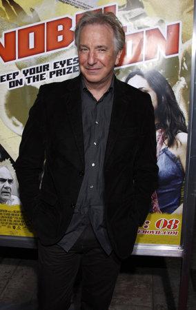 """2008 년 12 월 2 일 미국 캘리포니아 할리우드에있는 이집트 극장에서 열린 """"노블 손 (Noble Son)""""로스 앤젤레스 시사회의 알란 릭맨 (Alan Rickman)."""