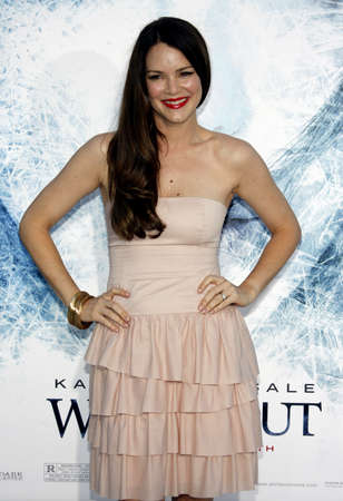 barrett: Jacinda Barrett at the Los Angeles premiere of Whiteout held at the Mann Village Theater in Los Angeles, USA on September 9, 2009.
