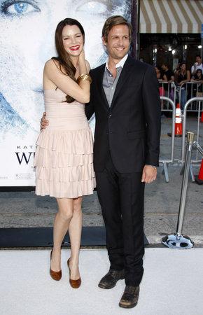 """Garbiel Macht und Jacinda Barrett bei der Los Angeles Premiere von """"Whiteout"""" am Mann Village Theater in Westwood, USA am 9. September 2009. Standard-Bild - 81395317"""