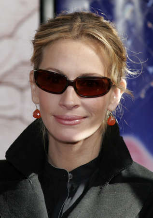 roberts: Julia Roberts at the Los Angeles premiere of Charlottes Web held at the ArcLight Theatre in Hollywood, USA on December 10, 2006.