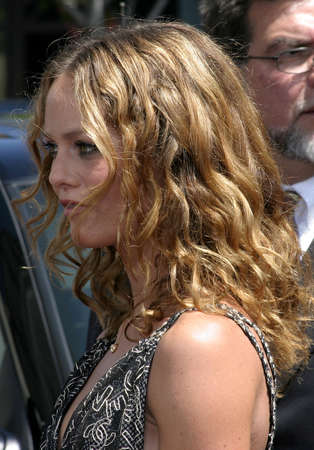 chocolatería: Vanessa Paradis at the World premiere of Charlie and the Chocolate Factory held at the Graumans Chinese Theatre in Hollywood, USA on July 10, 2005. Editorial