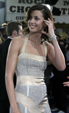 mann: Bridget Moynahan at the World premiere of I, Robot held at the Mann Village Theatre in Westwood, USA on July 7, 2004.