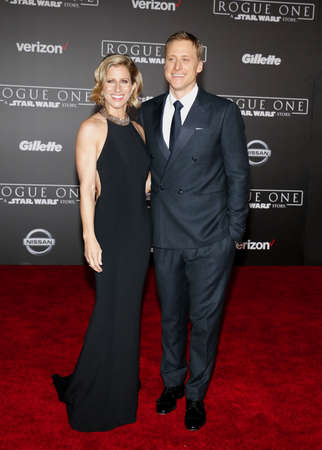 Alan Tudyk and Charissa Barton at the World premiere of 'Rogue One: A Star Wars Story' held at the Pantages Theatre in Hollywood, USA on December 10, 2016. Stok Fotoğraf - 67115232