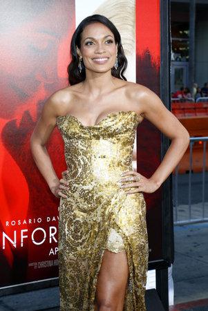 ロザリオ・ドーソンは、2017年4月18日にアメリカ・ハリウッドのTCLチャイニーズ・シアターで開催された「忘れられない」ロサンゼルス・プレミアに