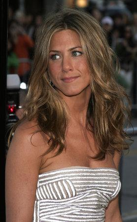 Jennifer Aniston an der Los Angeles-Premiere 'des Bruches' hielt am Mann-Dorf-Theater in Westwood, USA am 22. Mai 2006. Standard-Bild - 85304654