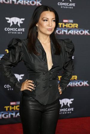 2017 년 10 월 10 일 미국 할리우드 엘 캐피 탄 극장에서 열린 'Thor : Ragnarok'의 세계 초연에서 명나라 웬 (Ming-Na Wen) 에디토리얼