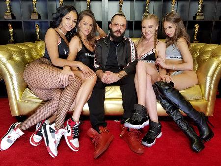 2018年1月27日、米国ラスベガスのハードロックホテル&カジノで開催された2018 AVNアダルトエンターテイメントエキスポで、ハーレーディーン、トーリ・ブラック、グレッグ・ランスキー、ケンドラ・サンダーランド、ライリー・リードが開催されました。 写真素材 - 95269637