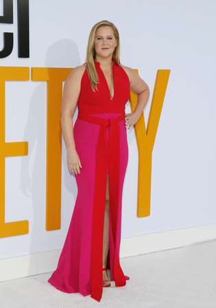 Amy Schumer at the Los Angeles premiere of 'I Feel Pretty' held at the Regency Village Theatre in Westwood, USA on April 17, 2018. 新聞圖片