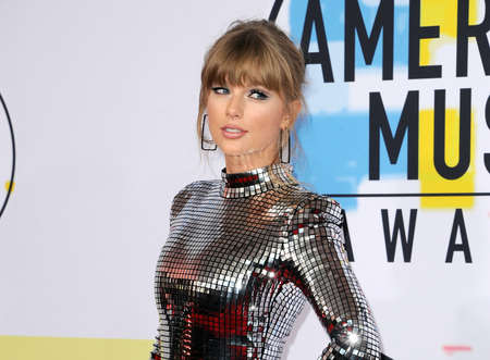 Taylor Swift at the 2018 American Music Awards held at the Microsoft Theater in Los Angeles, USA on October 9, 2018. 写真素材 - 109671465
