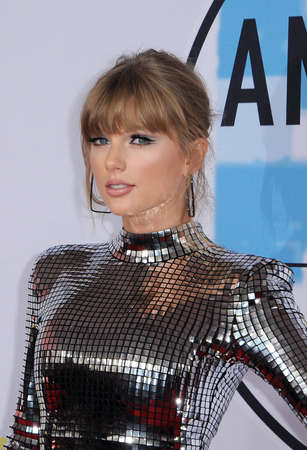 Taylor Swift at the 2018 American Music Awards held at the Microsoft Theater in Los Angeles, USA on October 9, 2018. 写真素材 - 109671466