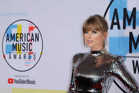 Taylor Swift at the 2018 American Music Awards held at the Microsoft Theater in Los Angeles, USA on October 9, 2018. 報道画像