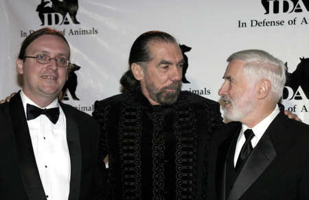 John Paul De Joria and Dr. Elliott Katz at the IDA Awards - In Defense of Animals Hosts 2nd Annual Guardian Award held at the Paramount Studios in Los Angeles, USA on October 30, 2004. Imagens - 111250322