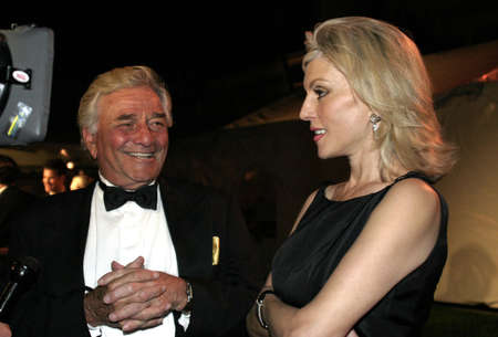 Peter Falk and wife Shera Danse at the IDA Awards - In Defense of Animals Hosts 2nd Annual Guardian Award held at the Paramount Studios in Los Angeles, USA on October 30, 2004. Imagens - 111250354