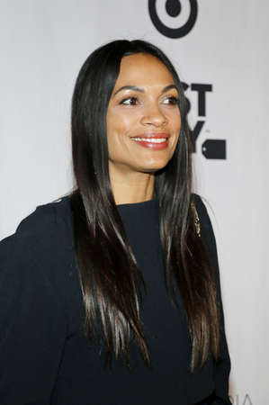 Rosario Dawson at the Eva Longoria Foundation Dinner Gala held at the Four Seasons Hotel in Beverly Hills, USA on November 8, 2018. 報道画像