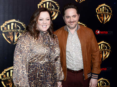 Ben Falcone and Melissa McCarthy at the 2019 CinemaCon - Warner Bros. Pictures 'The Big Picture' Presentation held at the Caesars Palace in Las Vegas, USA on April 2, 2019. Archivio Fotografico - 121150989