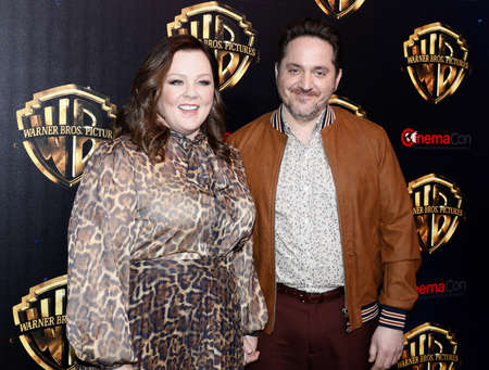 Ben Falcone and Melissa McCarthy at the 2019 CinemaCon - Warner Bros. Pictures 'The Big Picture' Presentation held at the Caesars Palace in Las Vegas, USA on April 2, 2019. Archivio Fotografico - 120753661