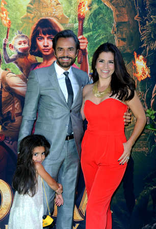 Alessandra Rosaldo, Aitana Derbez and Eugenio Derbez at the Los Angeles premiere of 'Dora And The Lost City Of Gold' held at the Regal Cinemas L.A. Live in Los Angeles, USA on July 28, 2019. 新聞圖片