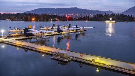 Circuits touristiques en hydravions Vancouver, Colombie-Britannique, Canada. Hydravions amarrés dans le port prêt pour les vols touristiques.