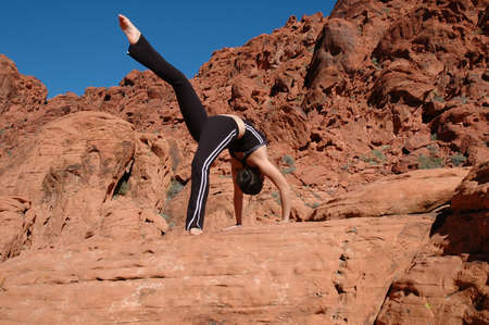 A girl doing yoga in Red Rock Canyon, Las Vegas Nevada Imagens