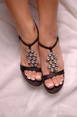 Een paar pedicured voeten en sexy stiletto