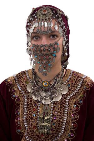 Etnische meisje draagt traditionele kleding