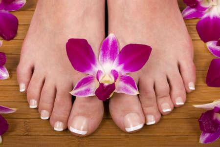Tratamiento del balneario con las orquídeas hermosas frescas