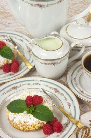 raspberry jelly: Raspberry tart with raspberry jelly filling, fresh raspberries, mint and coffee