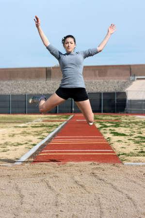 Teen atleta nel corso della sua pratica triplo Archivio Fotografico - 4408392