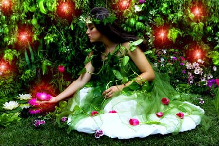 母なる自然彼女の魔法の庭の多くの美しい作品彼女のいくつかに探しています。この屋内スタジオ撮影は、多くの新鮮な花、草、木の枝、茂みのコ