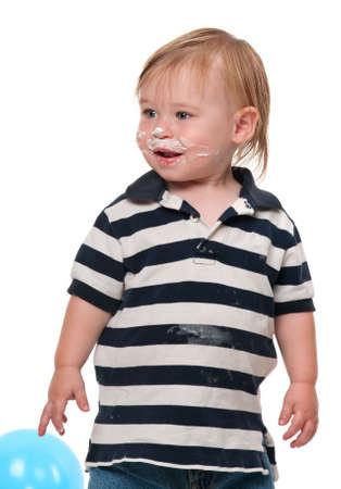 Niño con su pastel de cumpleaños en su cara Foto de archivo - 6643812