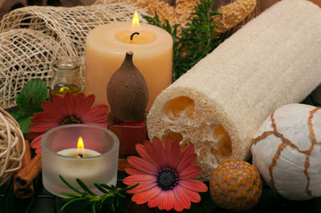 Spa concept with aromatic candles, herbs, beautiful daisies, massage oil and loofah Zdjęcie Seryjne