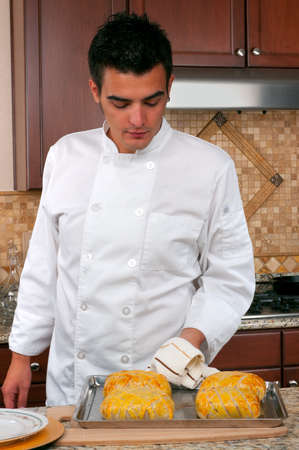 Chef making beef Wellington  Banque d'images