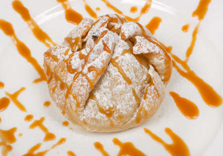 Poached pear dessert filled with pecans, blue cheese and caramel sauce Banco de Imagens