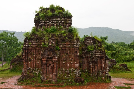 linga:  Towers were built by the Cham civilization in My Son, Quang Nam, Vietnam