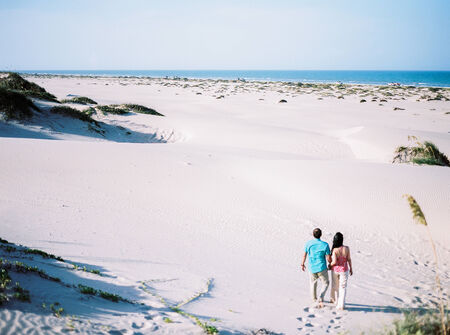a couple walking on the beach Banco de Imagens