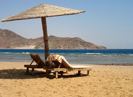 shores: The beach on the shores of the Red Sea, Egypt, Taba.