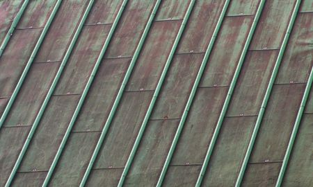 oxidized: Oxidados de cobre verde techo Foto de archivo