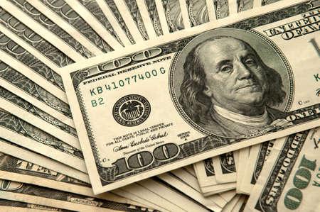 signos de pesos: Antecedentes de 100 billetes de d�lar Foto de archivo