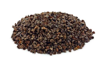 Łuski gryczanej organiczne stosowane jako poduszkę nadzieniem na białym tle.