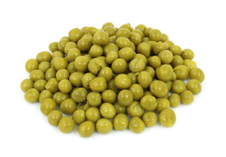 A serving of cooked canned peas