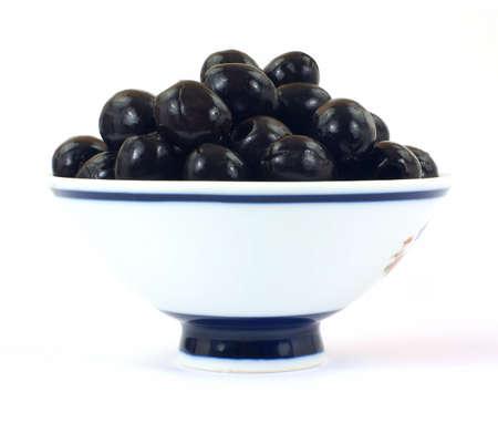 Black olives in bowl 免版税图像