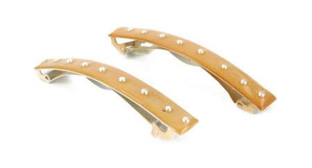 barrettes: Due mollette capelli chiuso su uno sfondo bianco. Archivio Fotografico