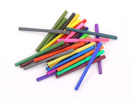 revoltijo: Un revoltijo de marcadores de colores sobre un fondo blanco.