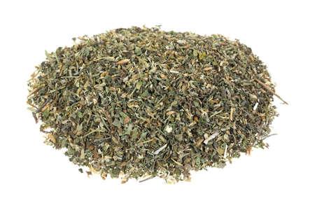 nepeta cataria: Un piccolo mucchio di erba gatta sciolto su uno sfondo bianco.