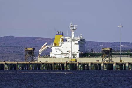 docked: Un buque de carga atracado en un puerto. Foto de archivo