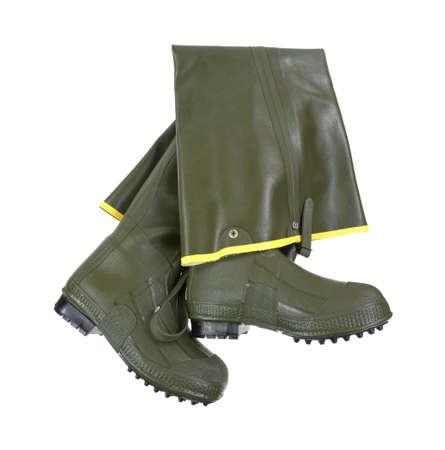 botas altas: Un nuevo par de botas altas de goma para vadear en aguas poco profundas en un fondo blanco.