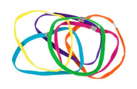 headbands: Un grupo de cintas para el pelo de colores sobre un fondo blanco. Foto de archivo