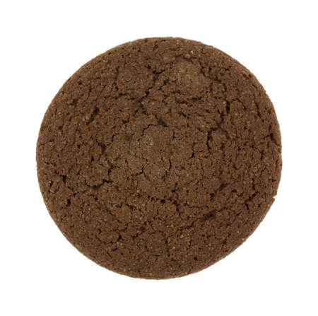 galleta de chocolate: Vista superior de una sola galleta de chocolate doble aislado en un fondo blanco.